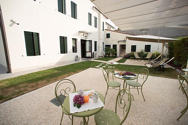 Breakfast Hotel riviera del brenta colazione in giardino