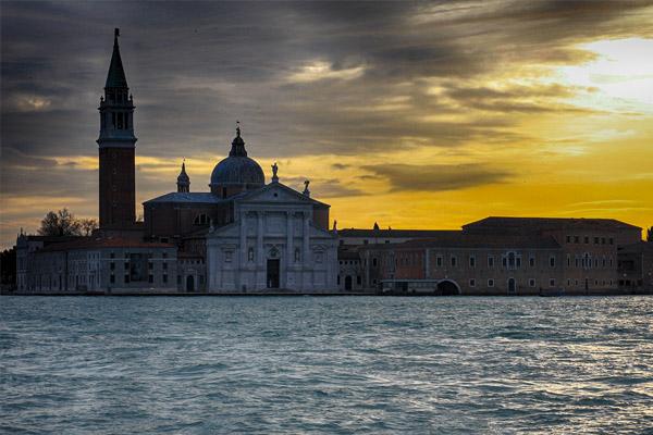 Panoramatour durch die venezianische Lagune beim Sonnenuntergang
